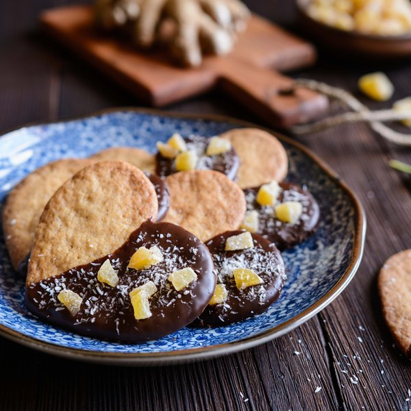 Heart-shaped biscuits with dark chocolate and fresh ginger